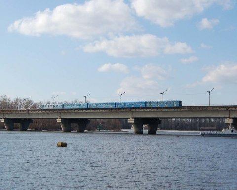 Движение по одному из мостов Киева будет ограничено