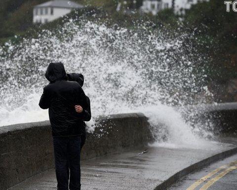 Сильный ветер и мокрый снег: синоптики предупредили об опасной погоде