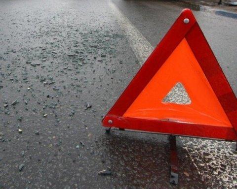 В Киеве произошла авария с участием маршрутного автобуса