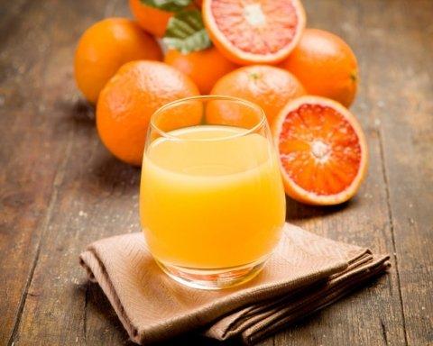 Почему апельсиновый сок стоит пить ежедневно: названы пять причин