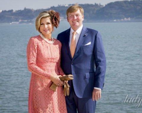 Королева Нідерландів затьмарює красою у рожевій сукні