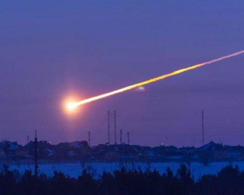 Фантастичний вибух метеорита зафіксували у небі над Китаєм