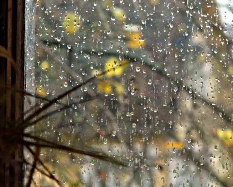Мокрый снег, дождь и сильный ветер: синоптики поразили украинцев прогнозом погоды