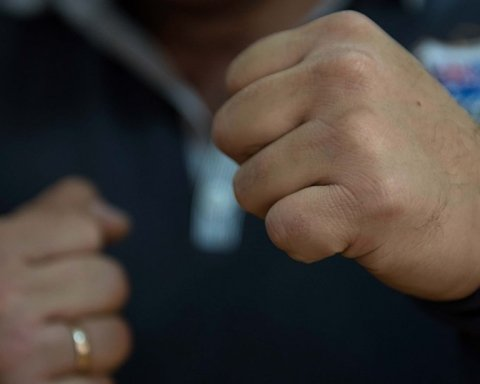 Моторошний випадок: у Коломиї група осіб познущалася над хлопцем. Постраждалому на тілі вирізали літери
