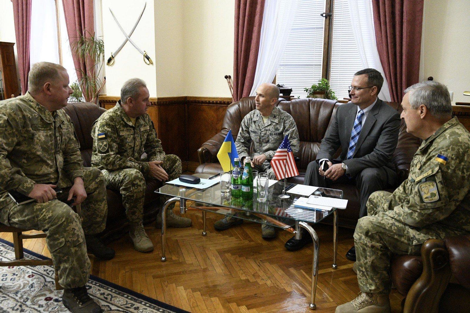 Муженко сподівається, що США захищатиме українські склади від диверсантів