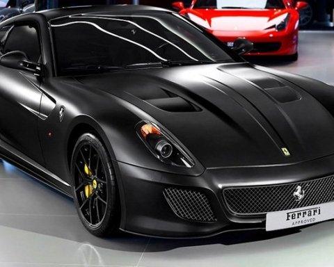 Киевлян просят помочь разыскать элитный Ferrari