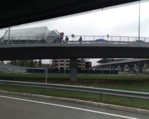 У Борисполі друга поспіль вантажівка потрапила в аварію: на цей раз без літака