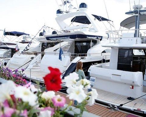 Невероятная красота: яхты со всего мира прибыли в Монако (фото)