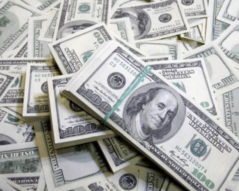 Стало известно, сколько должен стоить доллар в Украине согласно Индексу «Биг Мака»