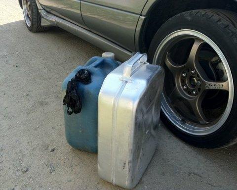 """Водіїв вразили """"якістю"""" бензину в Україні (дослідження)"""