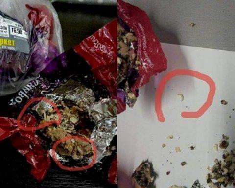 Цукерки із хробаками продавали у супермаркеті Києва (фото)