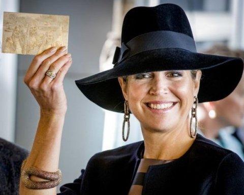 Королева Нідерландів вразила стильним виглядом (фото)