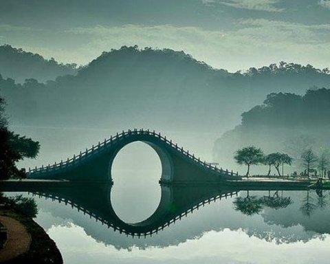 Романтические и загадочные: в сети показали самые красивые мосты мира (фото)