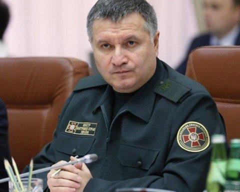 Луценко заговорил об отстранении Авакова от должности на время расследования