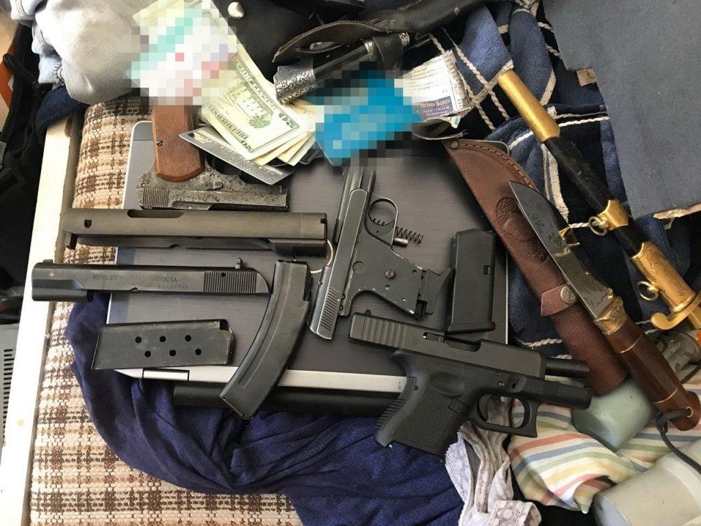 Контрабандное оружие в Киев «толкали» по почте