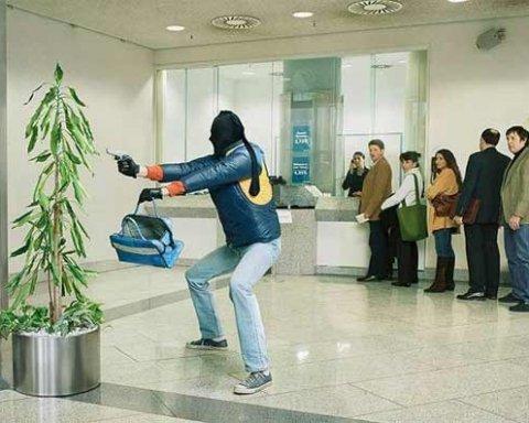 Пограбування банку в Києві: викрали золото і $ 350 тис (відео)