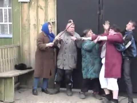 В сети хохочут с драки российских пенсионеров за бесплатную газету