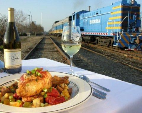 »Укрзализныця» начнет кормить пассажиров по ночам