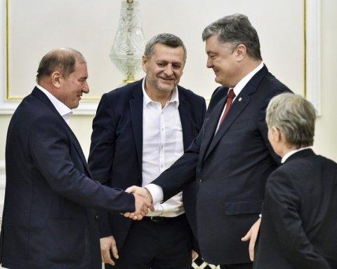 Порошенко наградил орденами освобожденных крымских политзаключенных