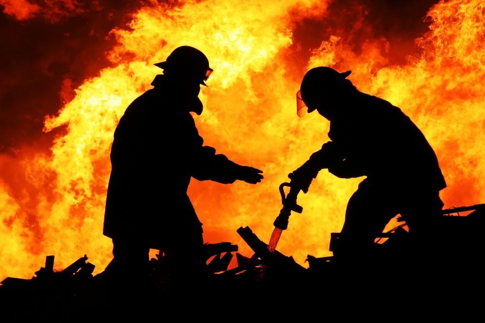 Смертельный пожар в Греции не утихает: погибших уже около сотни, 25 пропали без вести
