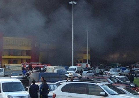Пожар под Москвой: горит торговый центр (видео)