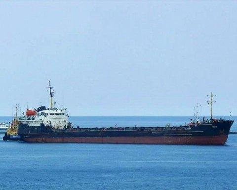 Одразу два нафтових танкери підірвали у берегів Омана: можливий напад