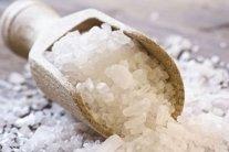 Как вывести лишнюю соль из организма: медики назвали способ