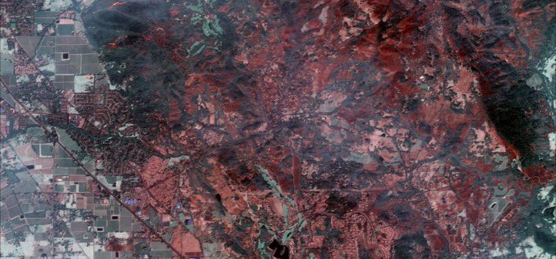 Надпотужну пожежу у Каліфорнії показали з космосу