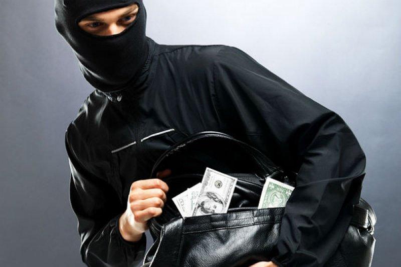 Четверо українців ефектно знешкодили грабіжника і стали героями мережі: відео