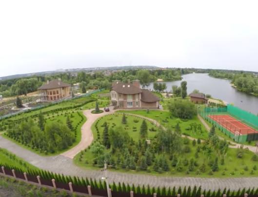 Розкішний палац чергового судді показали у мережі (відео)