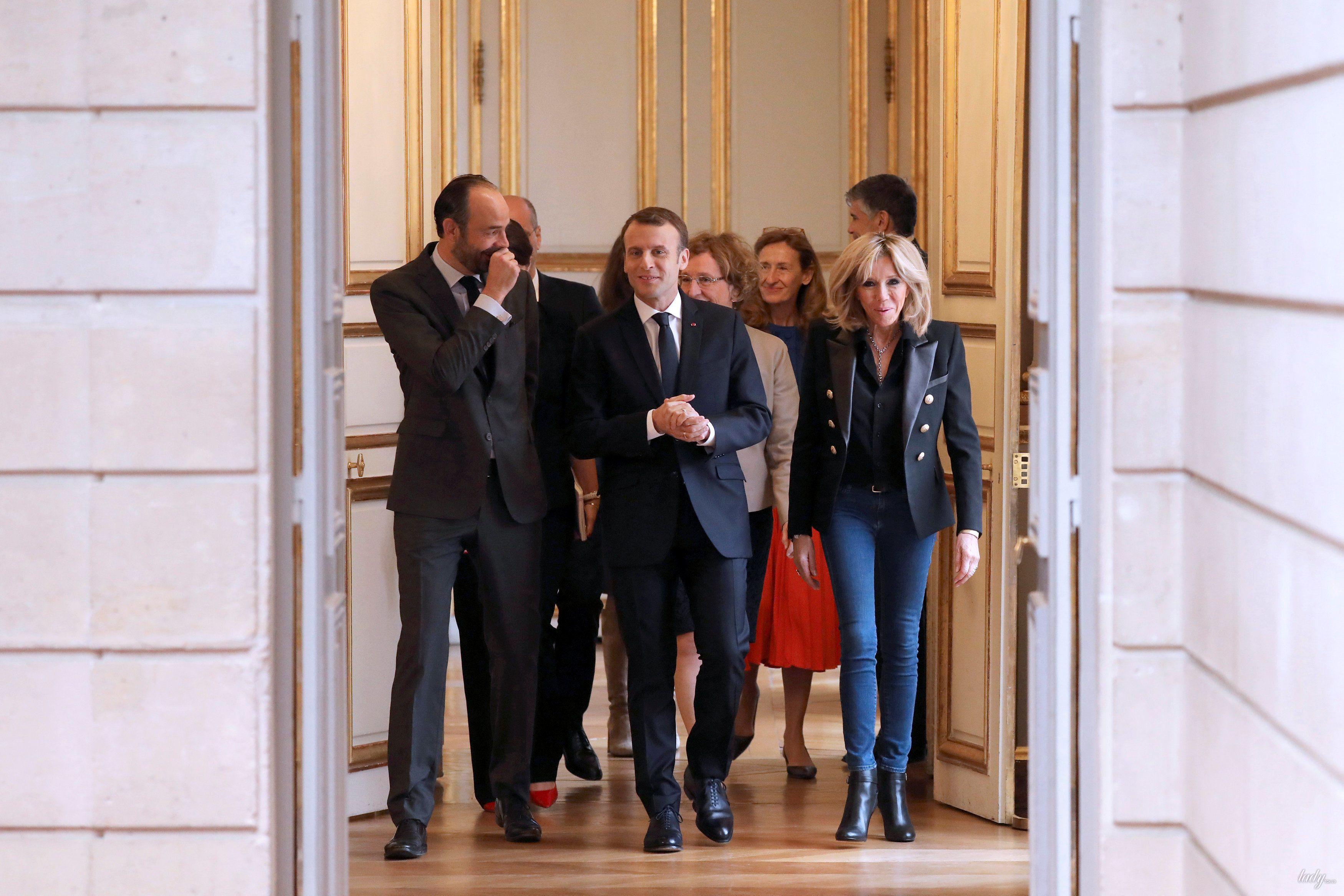 Африканцы закидали камнями кортеж президента Франции