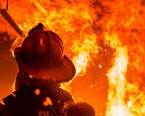 В масштабном пожаре на Прикарпатье погибли двое маленьких детей