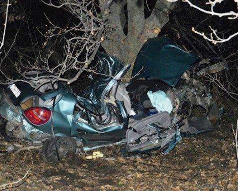 Моторошна ДТП: автомобіль зім'яло, як бляшанку, четверо підлітків загинули (фото)