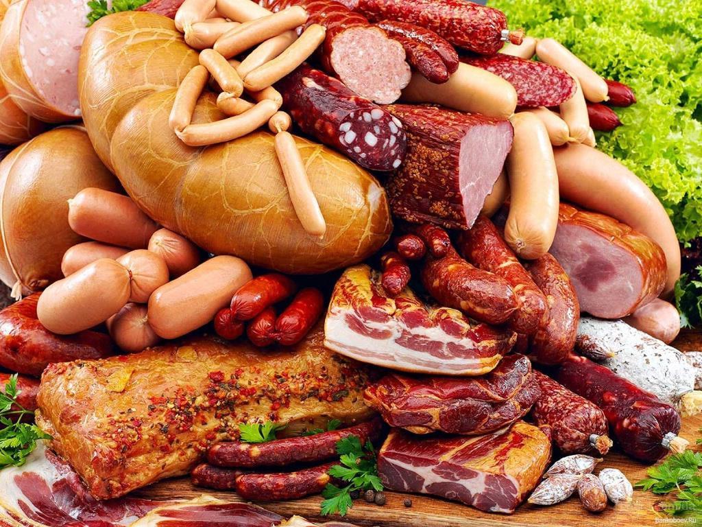 Чи справді ковбаса провокує появу раку: медики пояснили