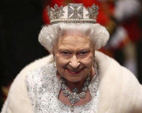 Королева Великобритании покорила поклонников нежным образом (фото)