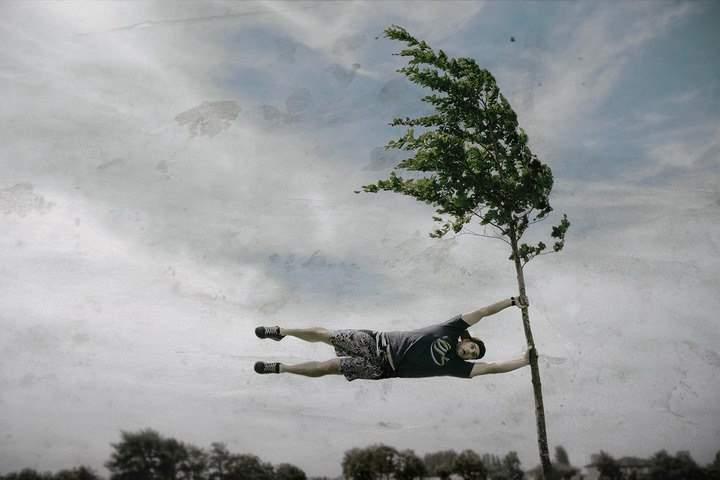 Пикник не удался: биотуалеты сорвало ветром и унесло в небо