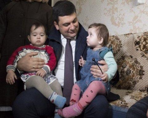 Украинцам показали, где на самом деле проживает премьер-министр Гройсман (видео)