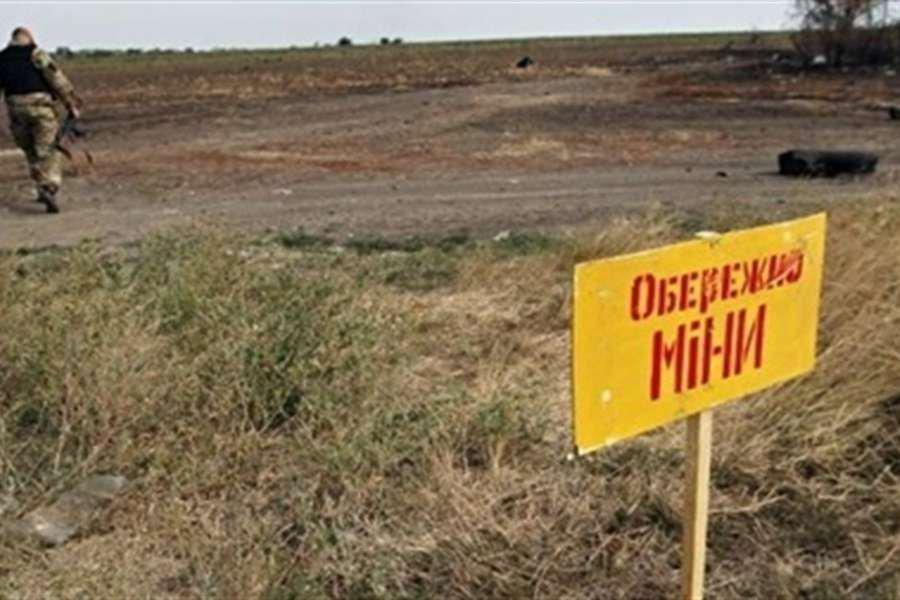 Никто никуда выйти не может: боевики массово минируют дороги в селах