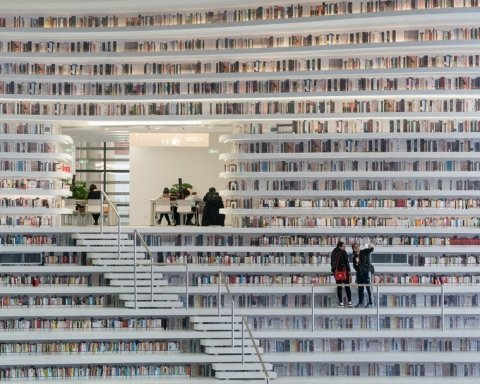 У Китаї відкрили унікальну п'ятирівневу бібліотеку (фото)