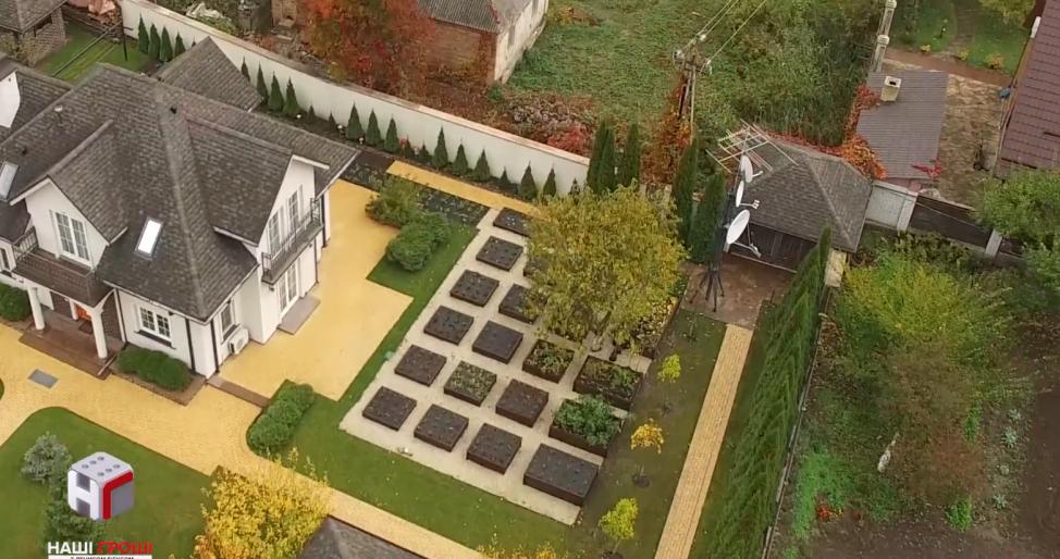 Офшорний маєток за два мільйони орендує родина Королевської