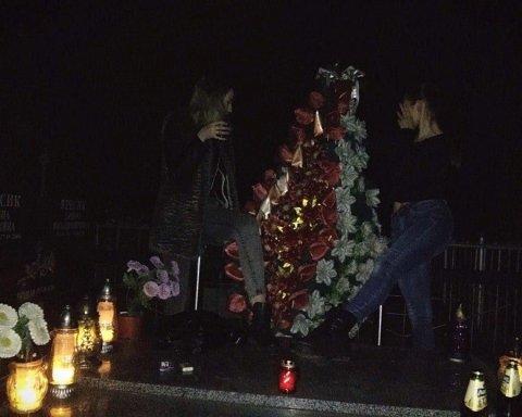 Неповнолітні дівчата влаштували п'яну оргію на кладовищі: соцмережі лютують (фото)