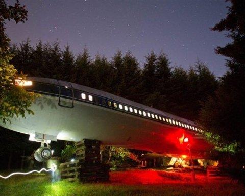 Комфортний будинок з літака Boeing 727 змайстрував пенсіонер (фото)