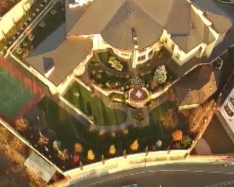 Тенісний корт, сад, розкішний будинок: майно Кононенка показали українцям (відео)