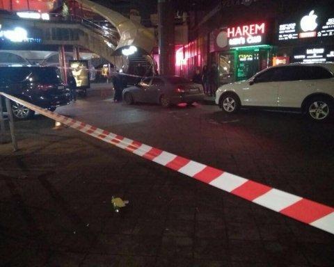Стриптиз-клуб у Києві закидали вибухівкою (фото)