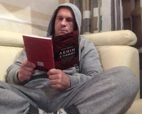 """""""Ленін з нами"""": українців насмішив Ківа з книгою Авакова"""