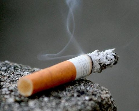 Risultati immagini per запалювати цигарку