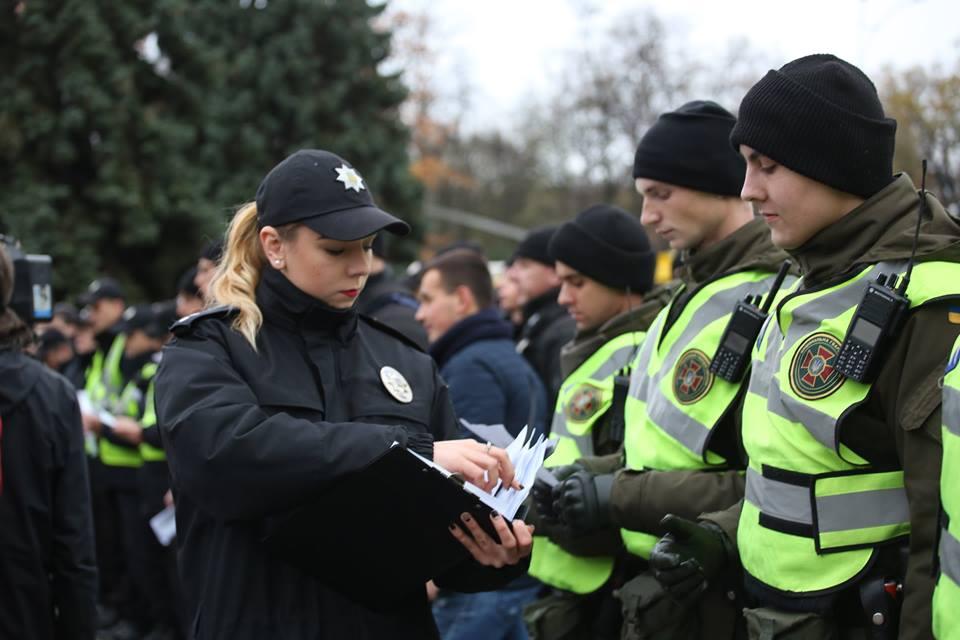 Наулицы Киева завтра дополнительно выйдут около 2000 копов ивоенных