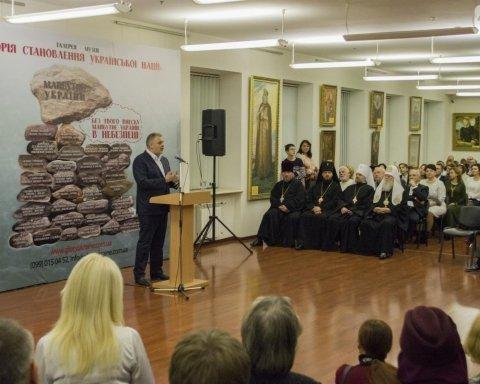 Патриотический музей восковых фигур презентовали киевлянам (фото)