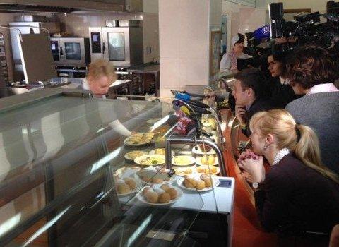 Украинцам показали, как на самом деле питаются народные депутаты Украины (видео)