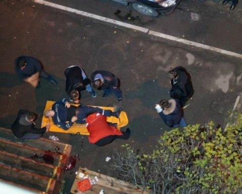Напад на поліцейських у Дніпрі: постраждалому гранатою відірвало ногу